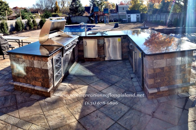 Outdoor Kitchen – Cambridge Pavingstones – Granite Countertop – West Islip, N.Y 11795