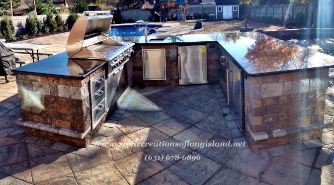 Outdoor Kitchen – Cambridge Pavingstones – Granite Countertop – West Islip, N.Y 11795